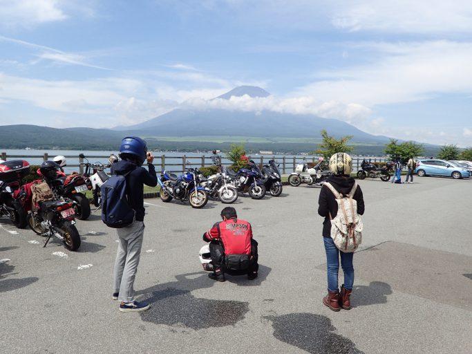 せっかくなので、バイクと富士山の撮影タイム!